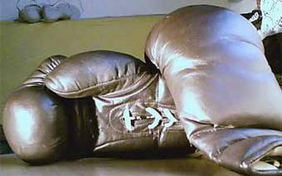 Боксьор нокаутира рефер