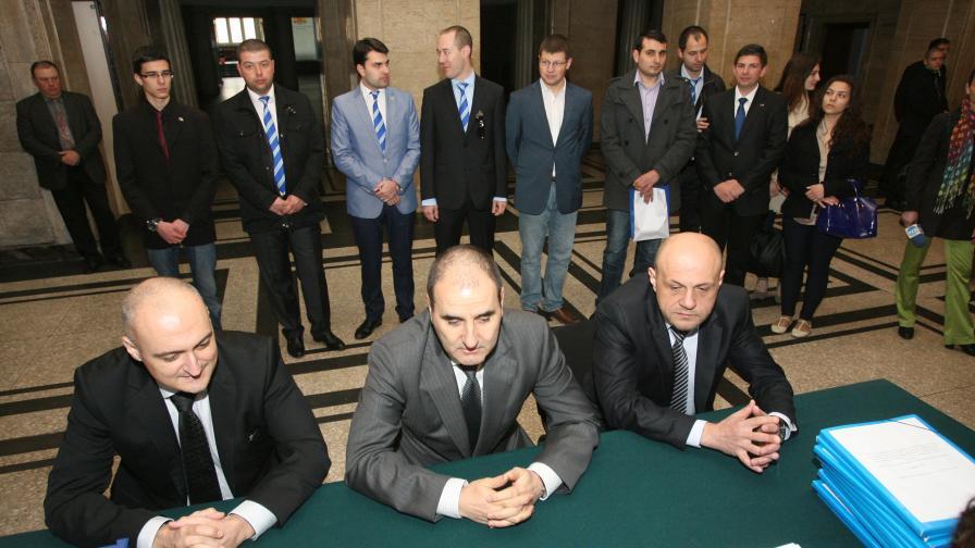 """ДПС и """"Атака"""" искат по 3 места в ЕП, БСП и ГЕРБ искат победа"""