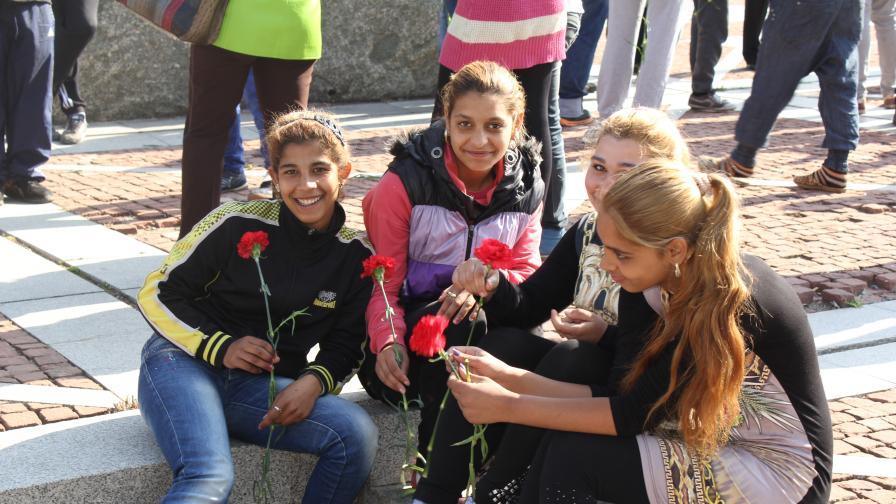 Ромски момичета