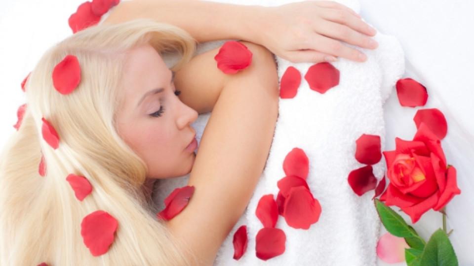 Домашна козметика с розови листенца