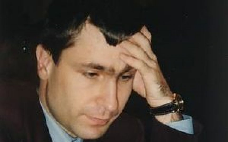 Иванчук само с 1/2 точка преднина от Топалов след реми