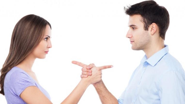 развод двойка партньори раздяла брак финансови проблеми монотонност