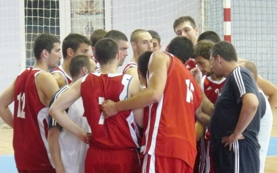 Баскетболистите ни разпускат с джаги на Уни'2009, Тити пуска нова петица