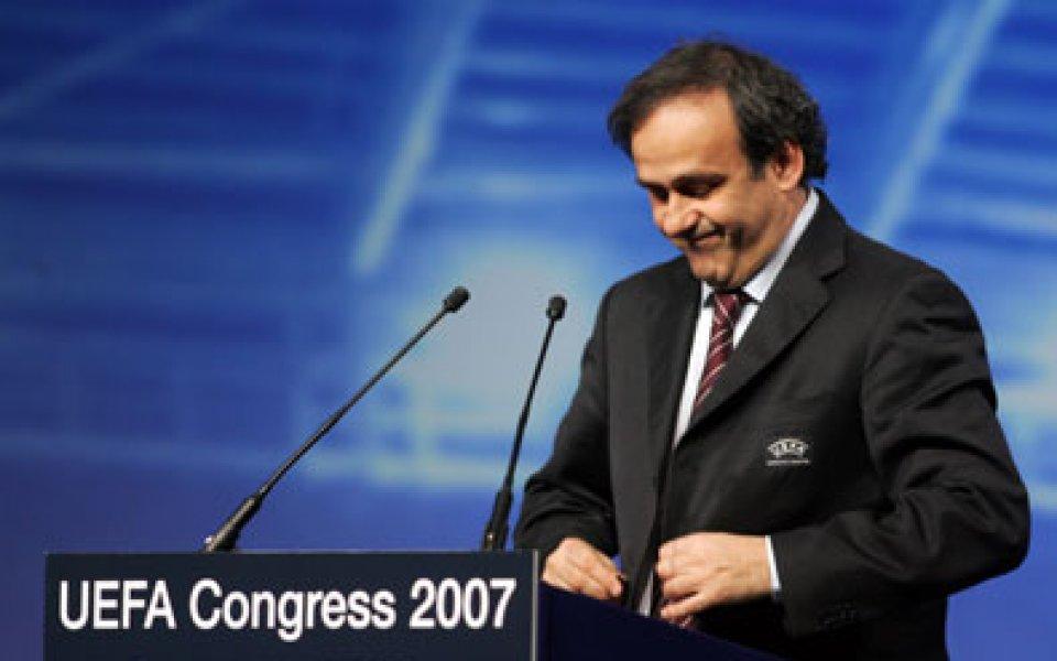 УЕФА ще продължи експериментите с петима съдии