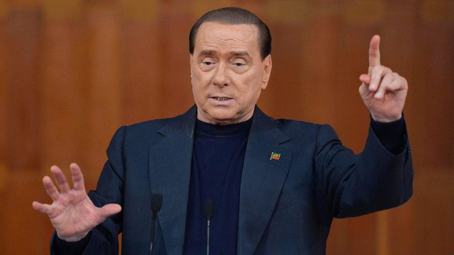 """""""Пращат"""" за година Берлускони в старчески дом"""