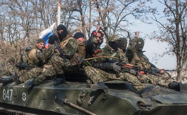 Бронетранспортьори с руски знамена влязоха в Краматорск и Славянск