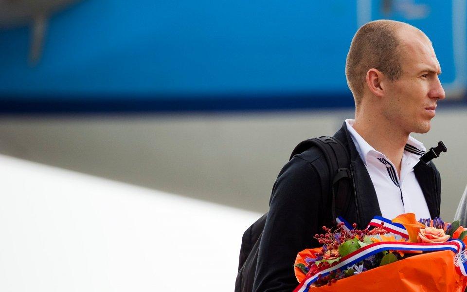СНИМКИ: И Холандия се прибра у дома, посрещнаха вицешампиона с цветя