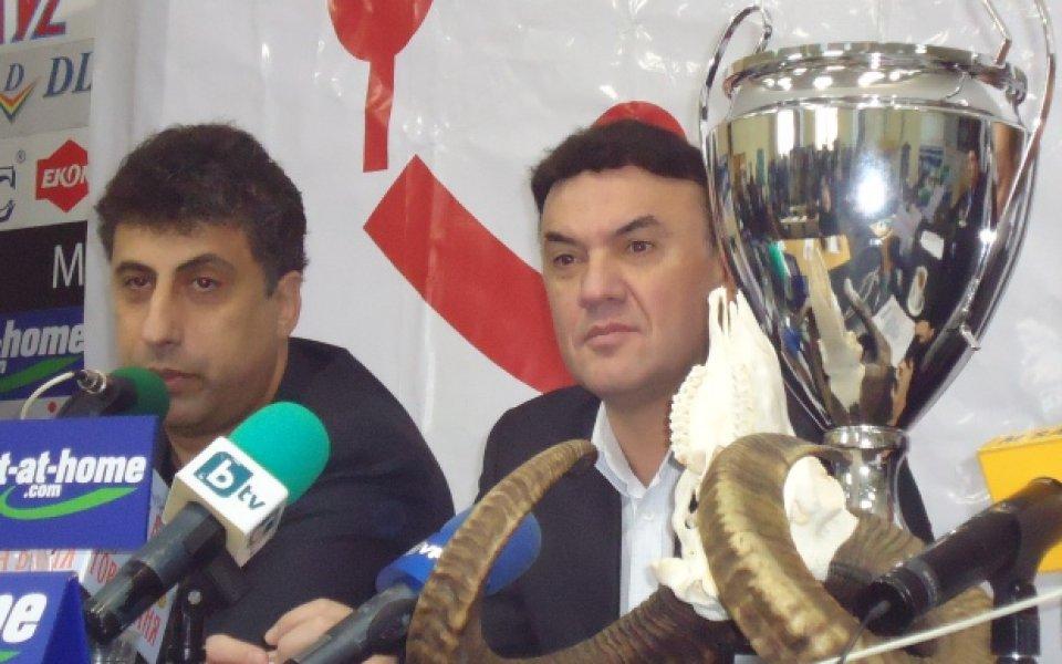 Бойко Борисов с Любо Пенев, Гигов, Лечков и още звезди в спор за рогата на Стоичков
