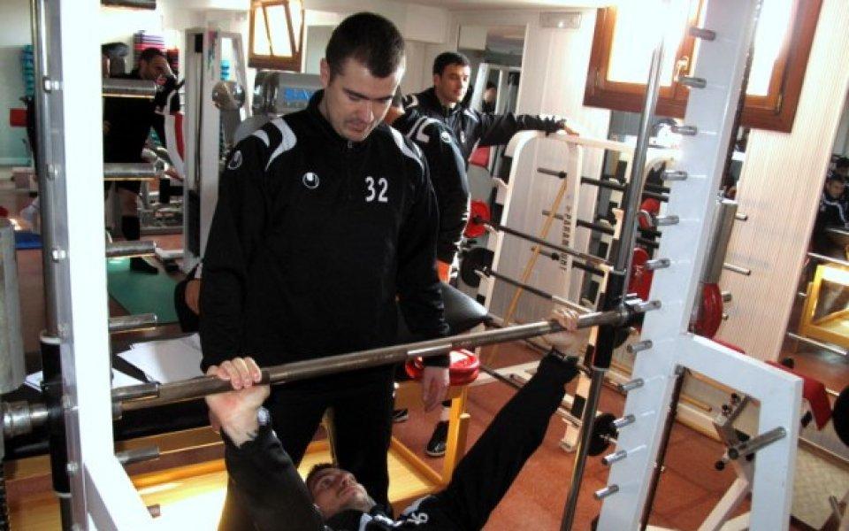 СНИМКИ: Сърбинът Стайкович прави фитнес тестове с играчите на Локо Пд