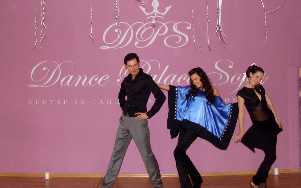СНИМКИ: Красивите дами на Наско Сираков откриха танцов център