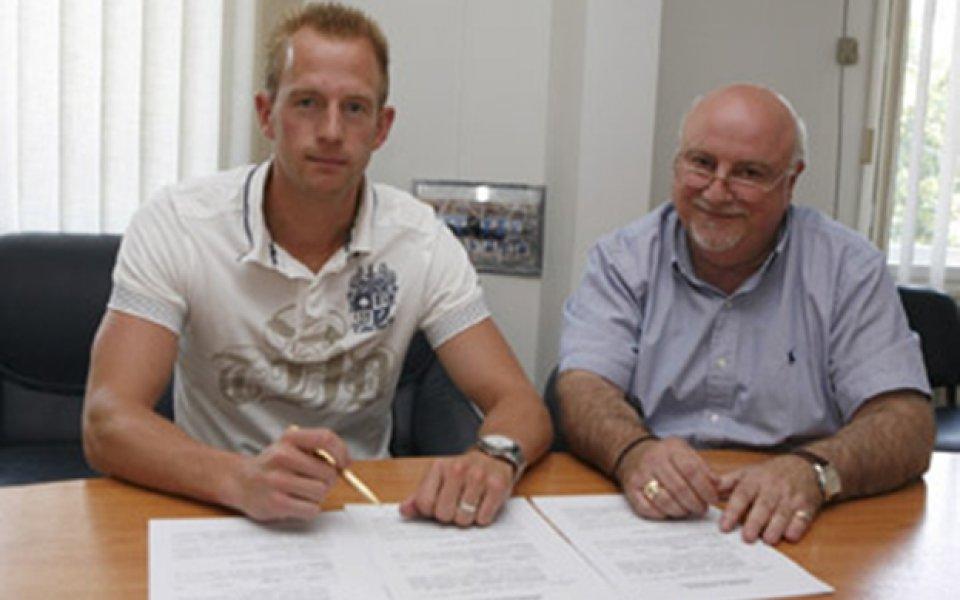 СНИМКИ: Арс подписа за три годни с Левски