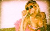 СНИМКИ: Дъщерята на Уейн Грецки скандализира с разголени снимки