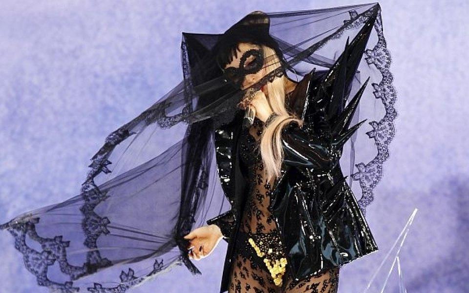 Лейди Гага ще пее за националния