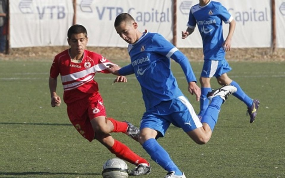 СНИМКИ: Левски удари ЦСКА и оглави класирането, синът на Боримиров с 2 гола