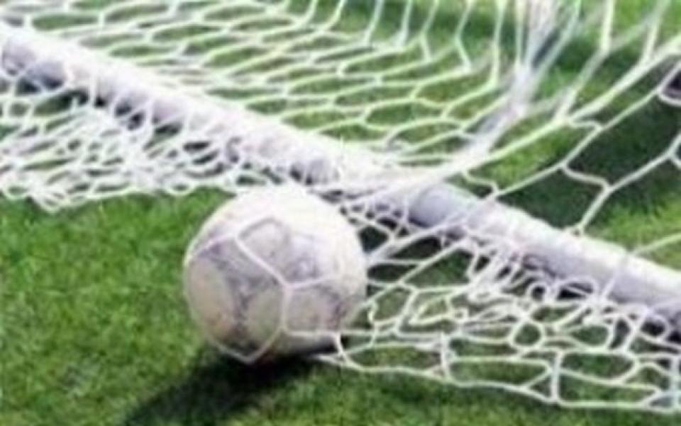 ВИДЕО: Съдия изгони футболист, малко по-късно го върна
