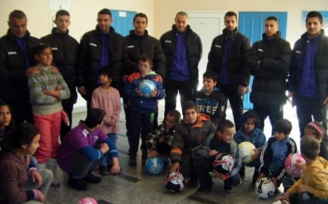 Етър Велико Търново стопли сърцата на деца от помощно училище