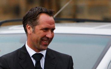 Сиймън посъветва Челси да привлече Арсен Венгер