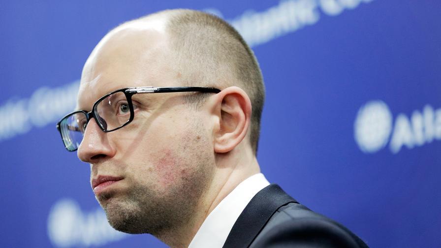 Премиерът на Украйна обяви, че подава оставка
