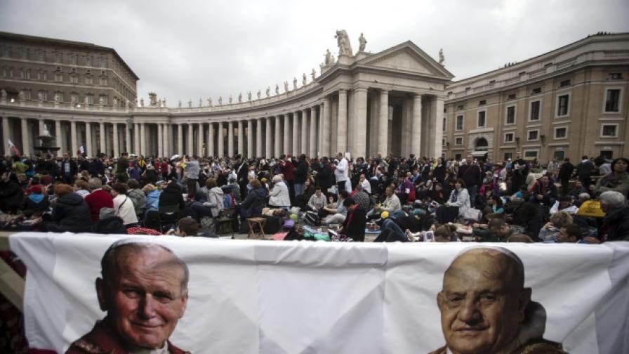 Папа Франциск провъзгласи за светии папа Йоан XXIII и папа Йоан Павел II