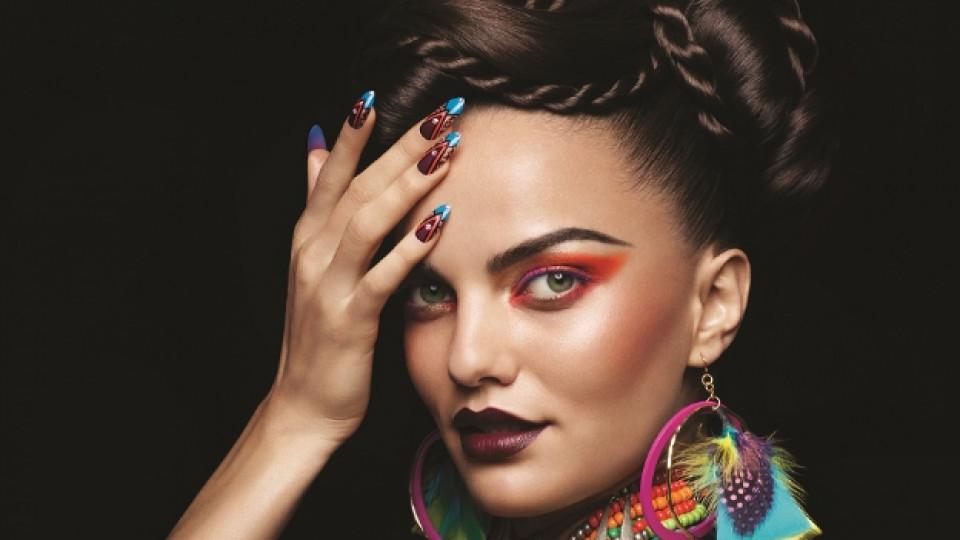 Ярки неонови цветове, наситени нюанси и пъстри мотиви с много настроение ще украсят ноктите през лятото на 2014 г.