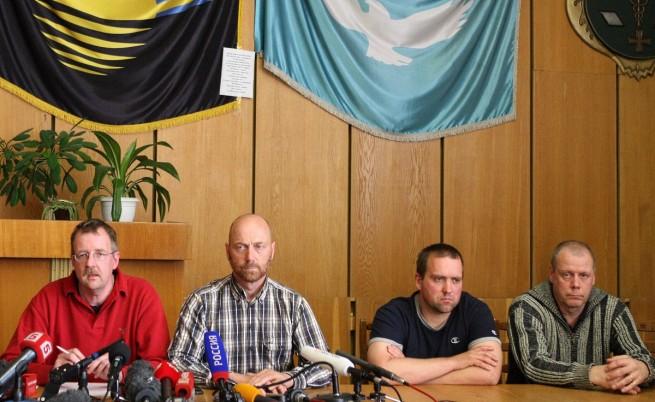 Задържаните в Славянск наблюдатели били изведени от зоната на бойните действия в града