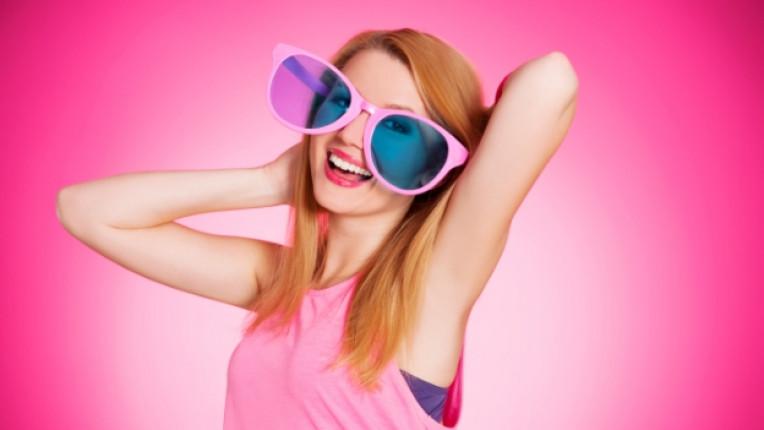жена щастие розови очила розово