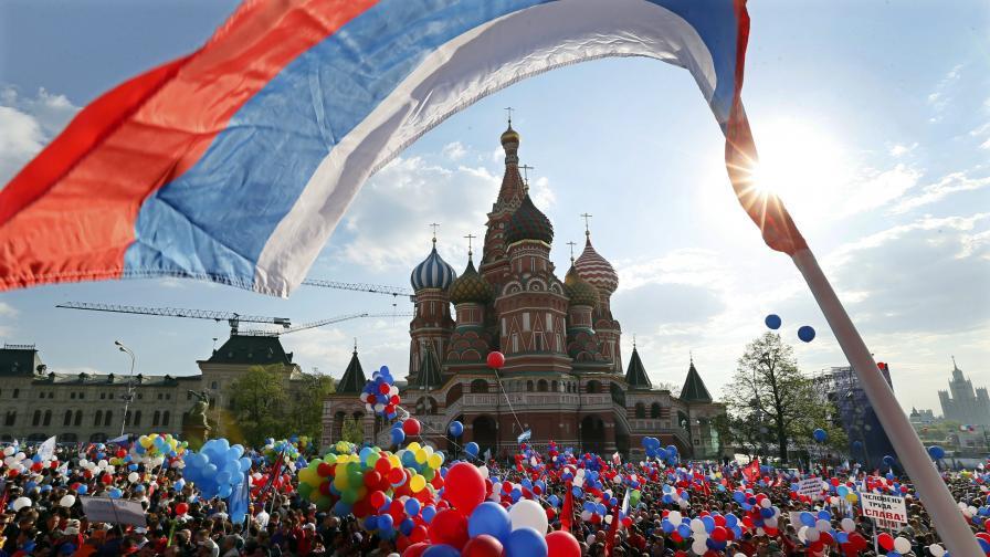 Над 100 хил. души участваха в първомайската манифестация в Москва