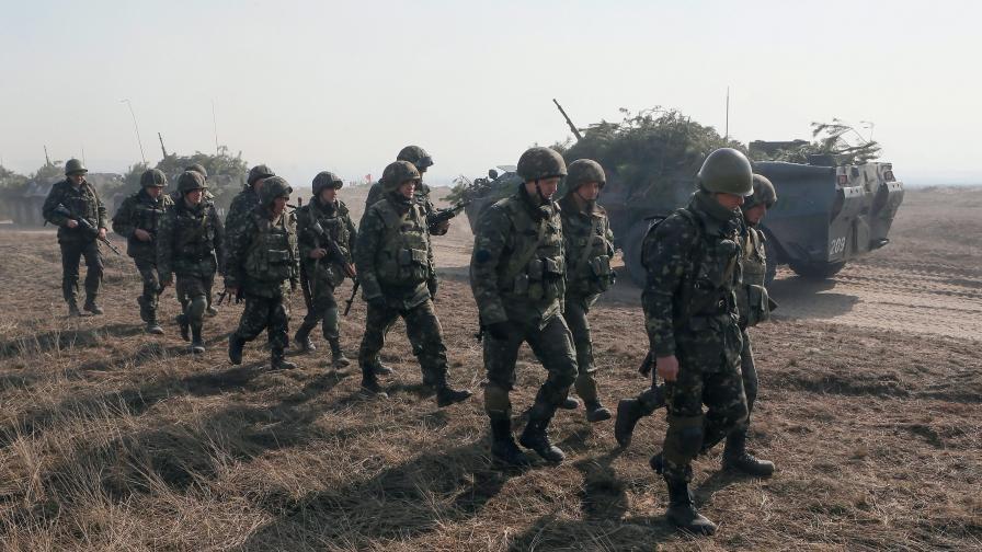 Украйна връща военната повинност