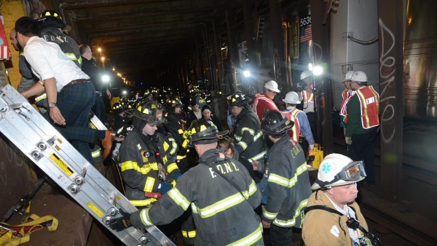19 души пострадаха при катастрофа в метрото на Ню Йорк