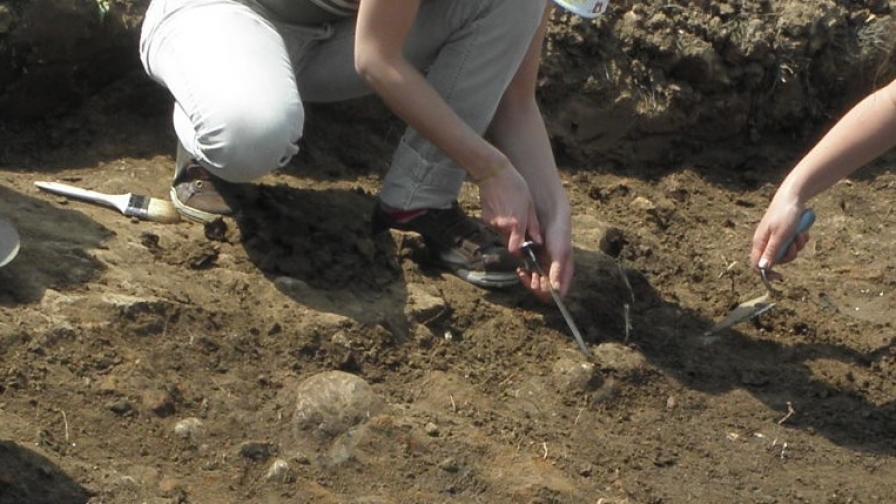 Откриха запазена римска гробница в Сапарева баня