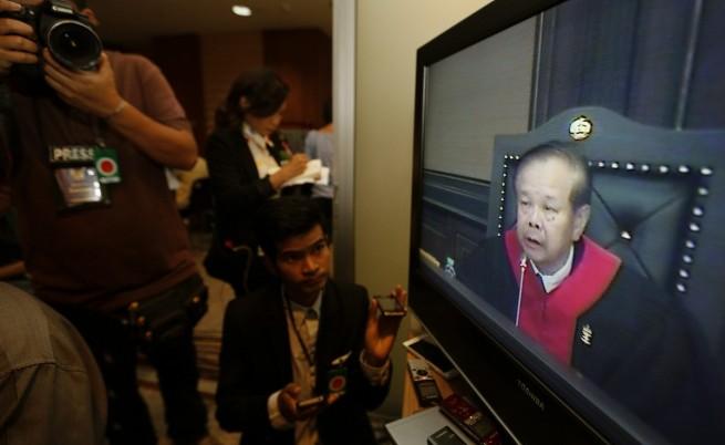 Журналисти слушат изказването на председателя на КС
