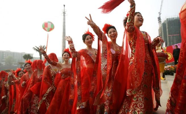 Булките в Китай носят червено или поне такава е традицията