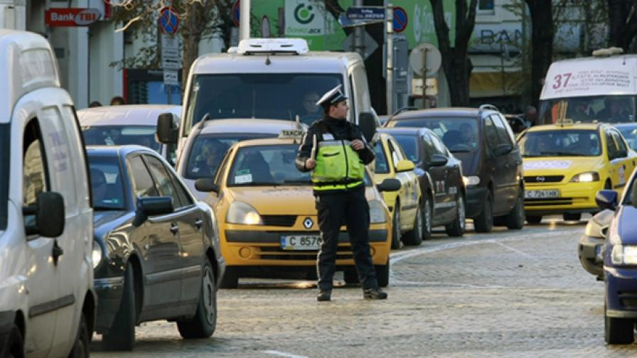 Ще ограничават прекия контакт между полицаи и шофьори
