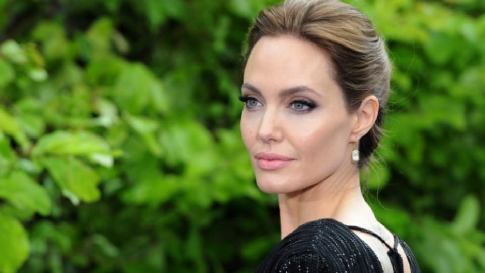 Анджелина Джоли – господарката на злото