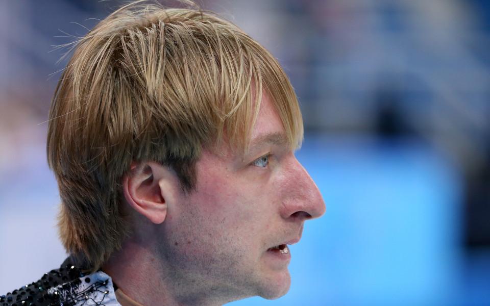 Евгени Плюшченко се завърна на леда след операцията