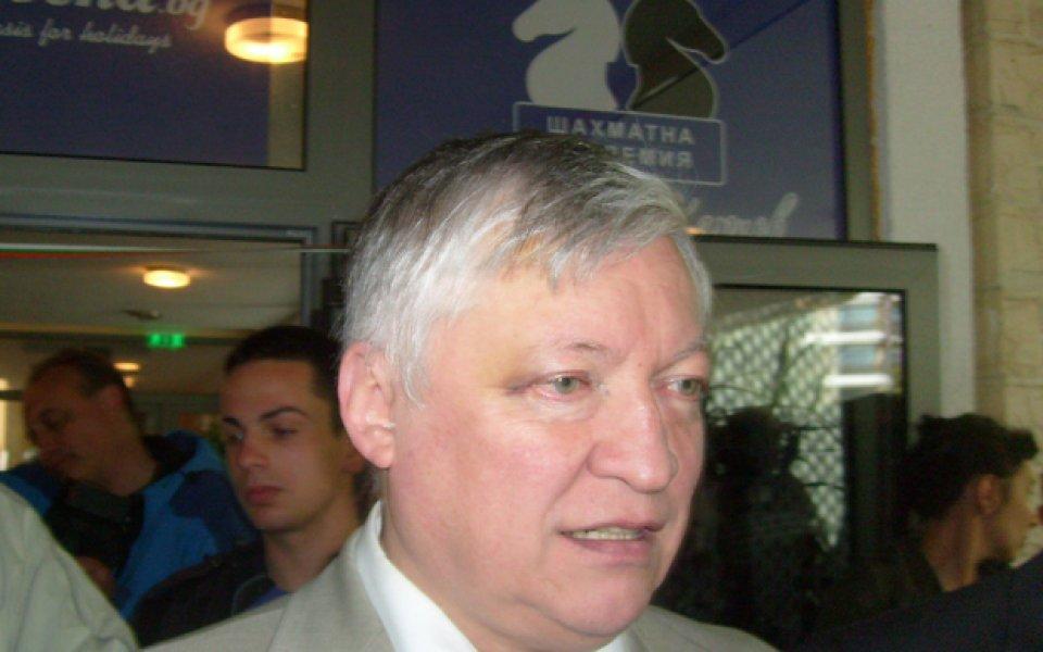 Световният шампион Карпов ще играе шах с магистрати