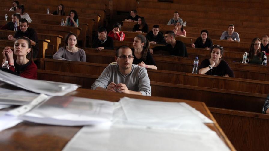 Увеличава се приемът на студенти по педагогика, биотехнологии и военно дело