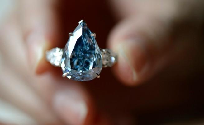 Син диамант постави рекорд при продажба на търг