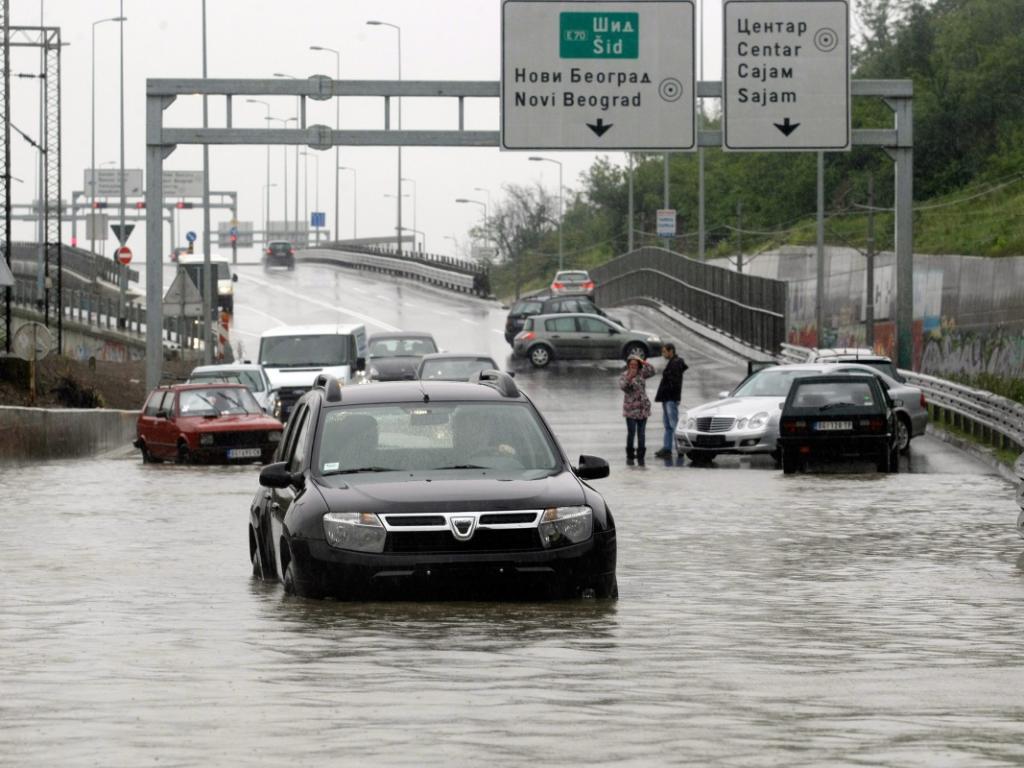 Сърбия се бори с невиждани наводнения