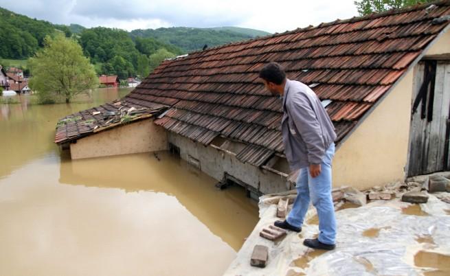 Жертвите на наводненията в Босна, Сърбия и Хърватия са най-малко 44