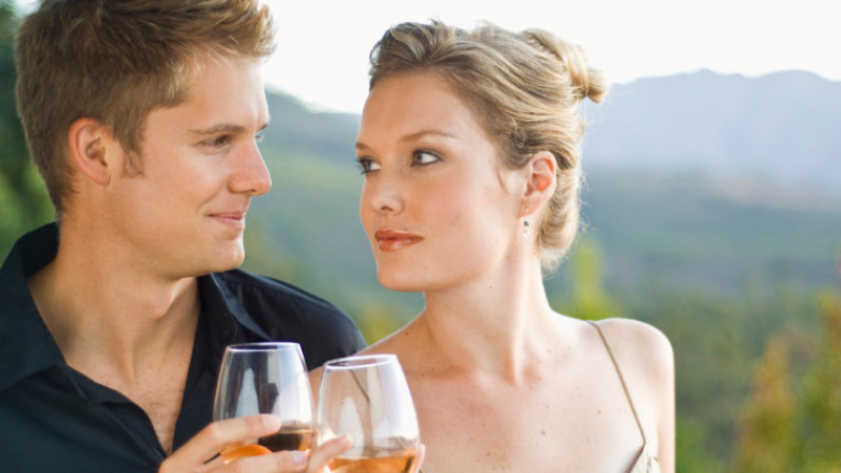 вино мъж жена чаша