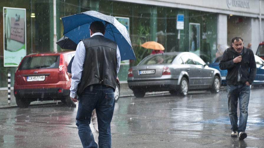 Огромни задръствания в София заради силния дъжд