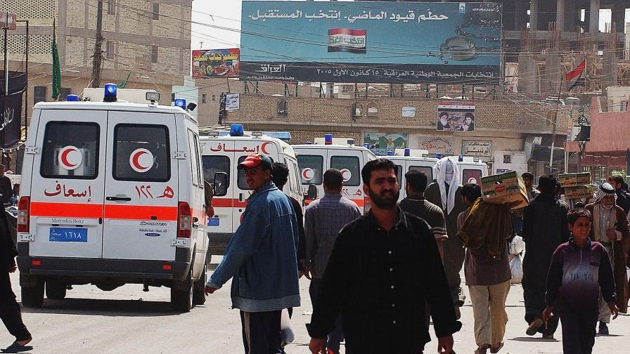 Най-малко 20 убити в самоубийствен атентат пред шиитска джамия в Багдад