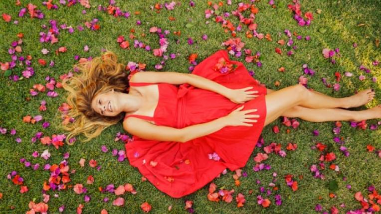 романтика жена цветя