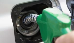 <p>Златев и Марешки в спор&nbsp;за цените на бензина</p>