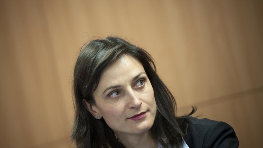 Мария Габриел: Ваксината срещу COVID-19 ще е безплатна и достъпна