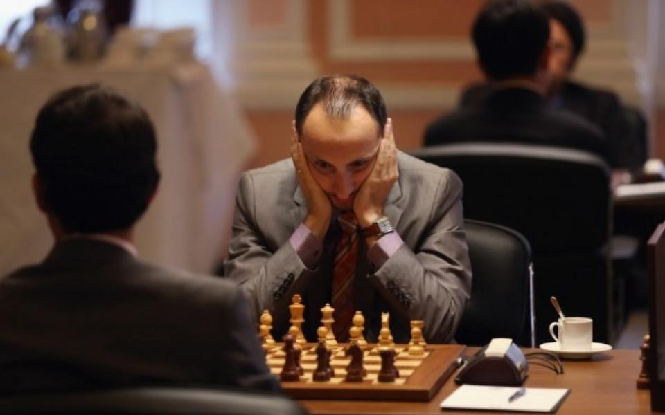 Веско Топалов с нова победа в Азербайджан, остава лидер