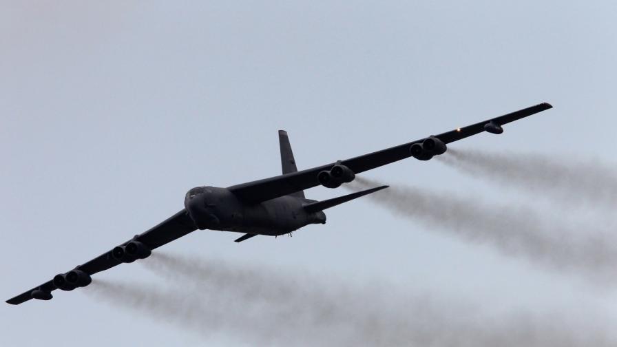 САЩ прехвърлиха три самолета Б-52 в Европа