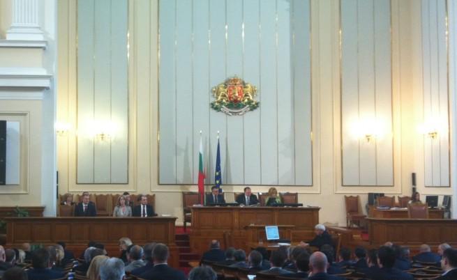 Парламентът с извънредно заседание утре заради референдума