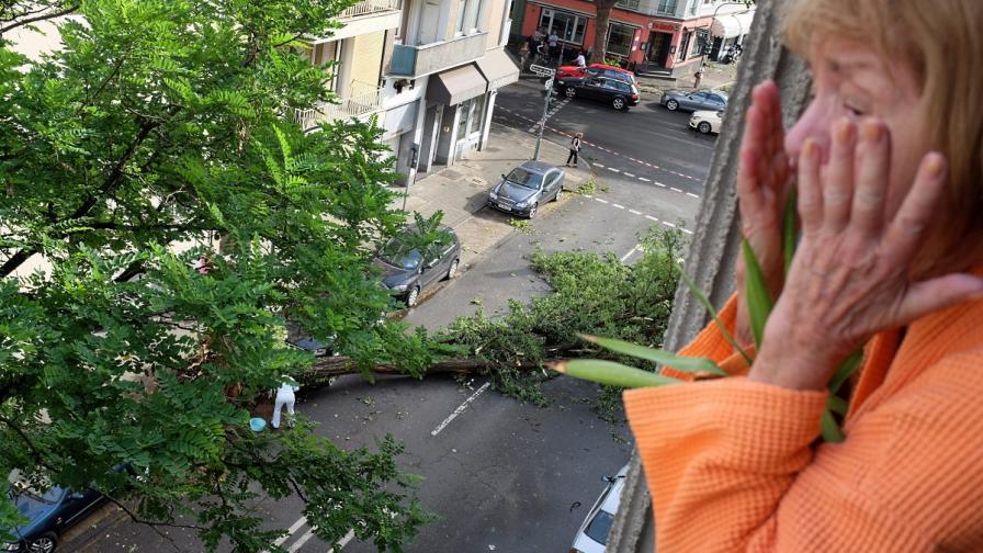 Най-малко шест души загинаха при бури в Германия